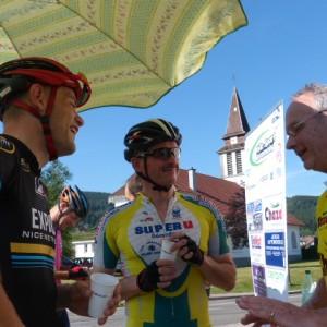 Quandun cycliste rencontre un autre cyclisme qu'est ce qu'ils se racontent ...!