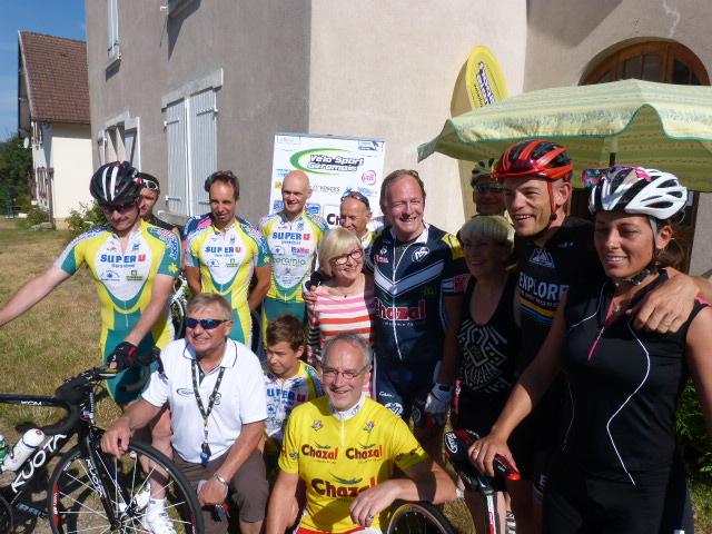 La Grande famille du VSG avec les invités du jour Lucie Steve Chaneil et Alain Chazal PDG du groupe Chazal principal sponsor de l'épreuve