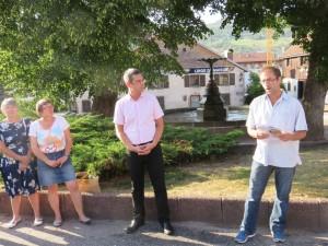 Elus et riverains se sont réunis sur la Place du Vieux Gérardméavant de partir pour une petite visite guidée où Jean-Luc Perrot a rappelé quelques chiffres clés concernant la requalification