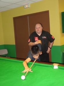 PJ Nolan avec un jeune du club