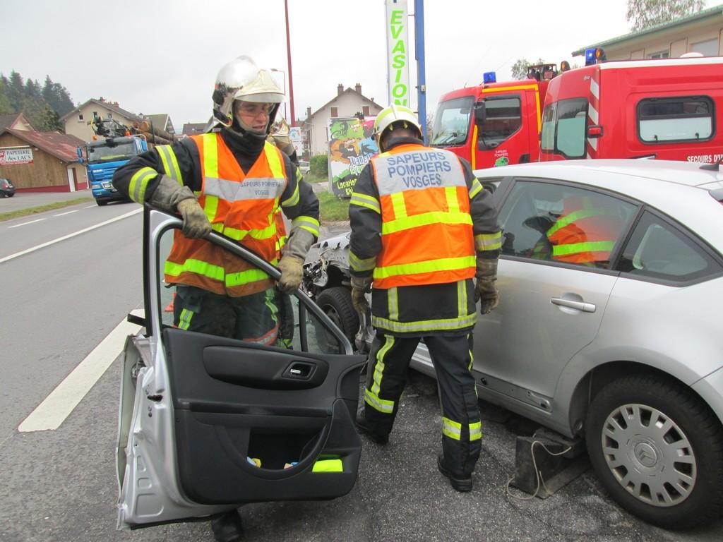 Par mesure de sécurité, les pompiers ont procédé à une désincarcération afin d'extraire le passager en douceur