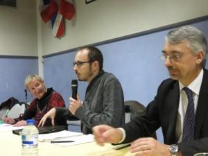 Antoine Deltour a ouvert la séance en évoquant son expérience personnelle. SOn intervention sera suivie de celle de Michel Miné (au 1er plan)