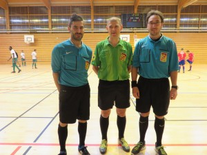 Le trio arbitral Izzet Kilinc, Daniel Daubié et Johan Thirion