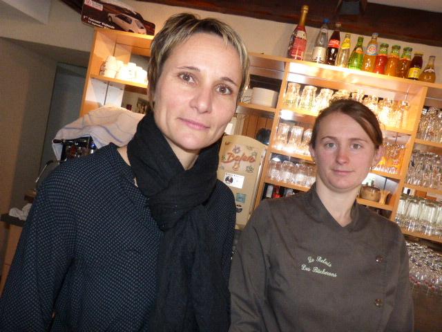 Christelle Méline à gauche et Fannie la cuisinière