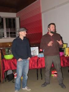 Photo des deux artistes. Emmanuel Fousse à droite (Rouille et Rivets Créations) et Steve Seiler à gauche (Affiches Moilkan).