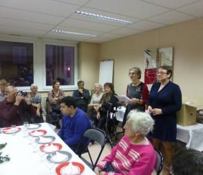 Michèle Schmidt, présidente de l'AVF prononçant son discours, avec à sa gauche l'adjointe à la culture Anne Chwaliszewski.
