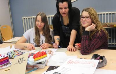 Les élèves en compagnie de Gaëlle, partenaire artistique du projet
