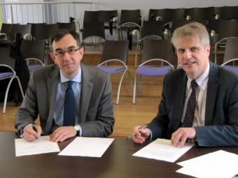 La convention entre les deux parties a été signée par le directeur de la CARSAT Albert Lautman et le proviseur du lycée Sylvain Jung