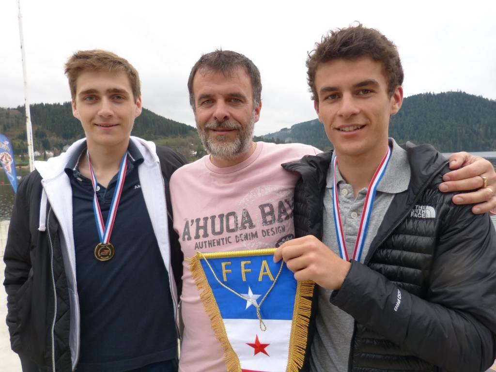 de gauche à droite : Étienne Juillet, Arnaud et Paul Tixier...Y a comme une étincelle dans l'oeil du papa