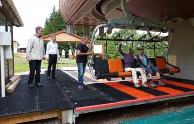 un des prmeirs départ en présence du maire Stessy Speissmann et Bruno Poizat directeur de l'OT