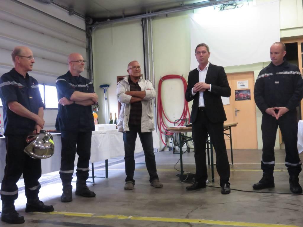 Jean-Max (casque en mains) avec Pascal Clair le président de l'amical, ainsi que Pierre Imbert, Stessy Speissman et le lieutenant Humbert