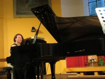 Les candidats étaient accompagnés au piano par Danièla Mizzi, habituée du concours