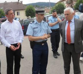 Le maire Stessy Speissmann, Le Colonel Schoenher ainsi que M. Le préfet Jean-Pierre Cazenave-Lacrouts