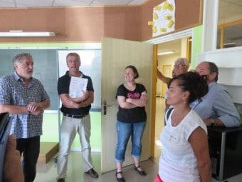 Petite visite dans la salle entièrement repeinte du nouveau maître supplémentaire de l'école Jules Ferry