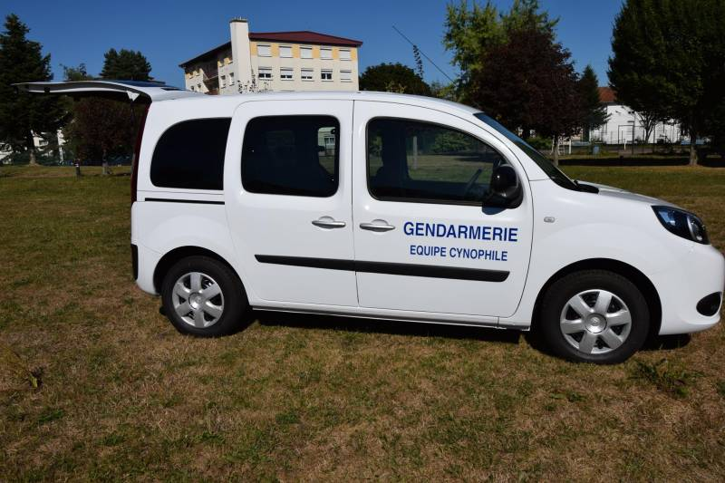 gendarmerie des vosges un nouveau v hicule pour les quipes cynophiles gerardmer info. Black Bedroom Furniture Sets. Home Design Ideas