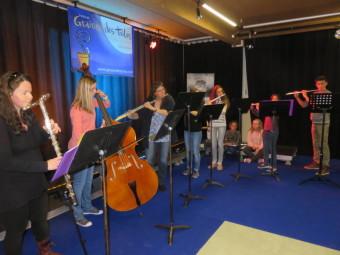 La classe de flûte de Sophie Marc acompagnée d'Alizée Rivot à la contrebasse a mis en musique cette inauguration