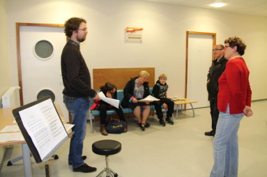 A la maison de la musique, visite au prof de musique d'Antoine, Stéphane Esperandieu, joué par Arnaud Schilling