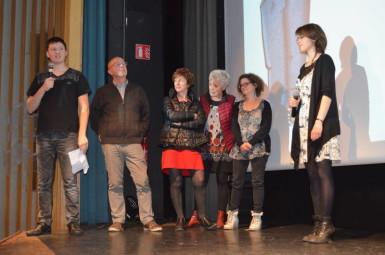 Chapeau aux bénévoles de la MCL dont un epetit échantillon est monté sur scène encadré par Justine Degois et Loïc Moresi