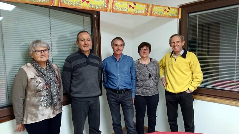 Les heureux retraités avec au centre pascal Regnier ainsi que le PDG Jean Voinier