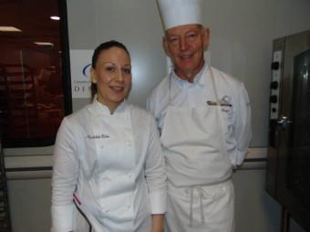 Mathilde Bohn, chef de partie pâtisserie au George V en compagnie de Serge Pierrel, enseignant au lycée Chardin