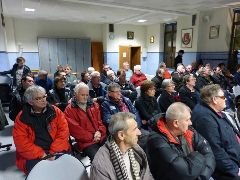 Salle pleine pour l'information sur La Cleurie