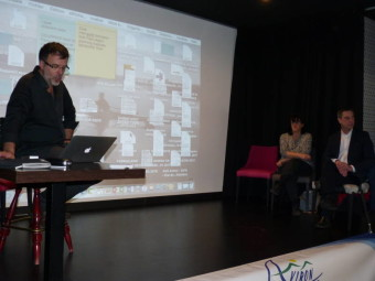 Arnaud Tixier à gauche devant les élus locaix
