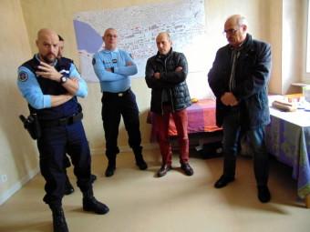 Le Commandant Guiboud-Ribaud (à gauche) lors de la traditionnelle revue de la BTA de Gérardmer en présence des élus de la circonscription