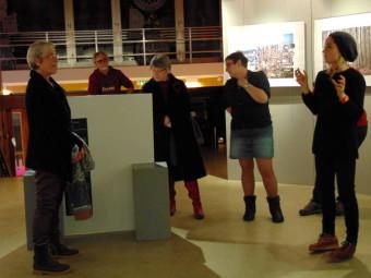 Amlinistratrice de la MCL, Lydie Guillemain (à gauche) a eu le plaisir de présenter l'invitée du jour lors du traditionnel vernissage