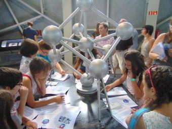 Un petit questionnaire concocté par les animatrices Waremmiennes était également au menu lors de la visite de l'Atomium.