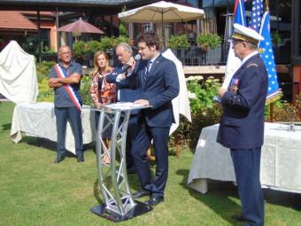 Pierre Remy a précisé que cette cérémonie avait lieu le lendemain de la fête nationale américaine, le 4 juillet.
