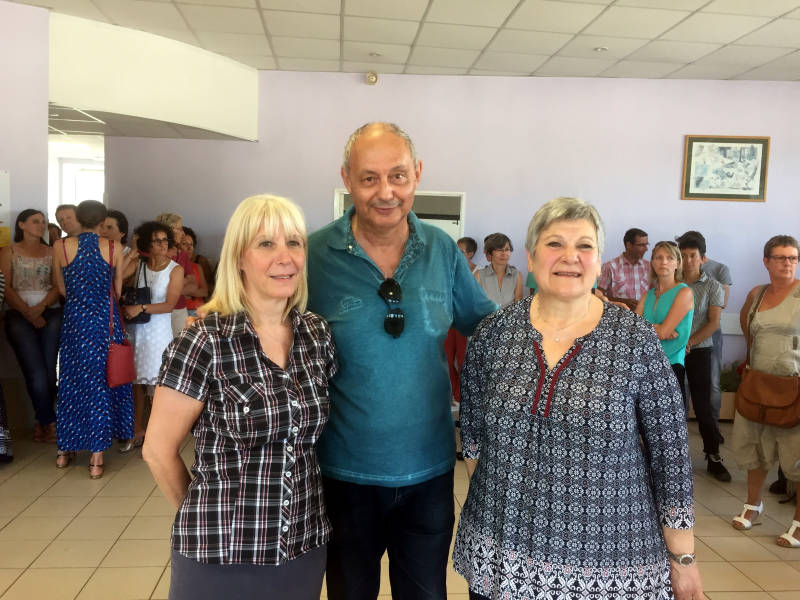 Les jeunes retraitées avec le chef d'établissement Bernard Krid