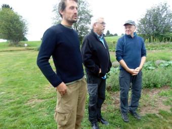Vincent Munier (à gauche) et Jim Brandenburg (à droite) étaient présents au vernissage des Sentiers de la Photo
