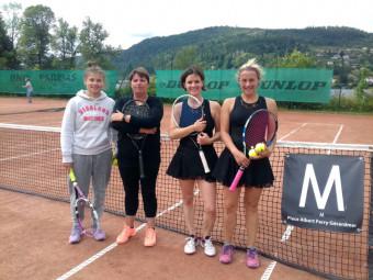 Les finalistes dames avec les paires de Golbey et Gérardmer (à droite)