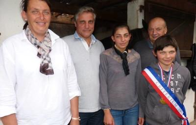 Sandrine, Hubert, Inès, Jean-Pol et Adien Pol lors du pot de l'amitié organiser au Centre de Ramberchamp