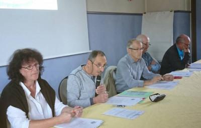 Roger Toussaint au micro lors des assises annuelles des cyclos gérômois