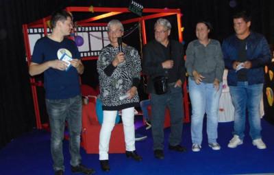 Le responsbale de la commission cinéma Loïc Moresi, Lydie Guillemin, Gilbert Poirot, Karine Bédez et Esteban, membre du CMJ de Gérardmer