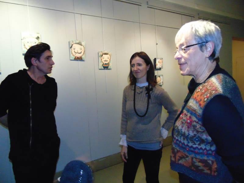 Elsa en compagnie de Vonvent Houdot et Lydie Guillemain lors du vernissage de l'exposition.