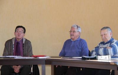 Le président Serge Renou aux cotés de Gilbert Poirot et Michel Tisserant, secrétaire de l'académie.