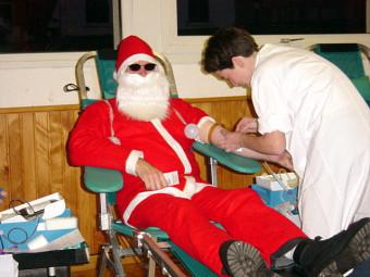 Le Père Noël aussi donne son sang