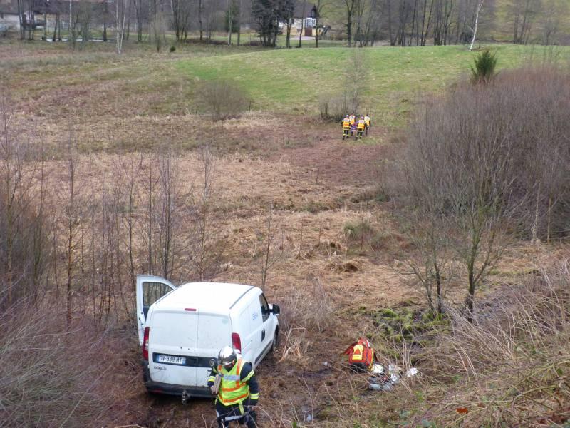 Les pompierss ont du porter le blessé sur une centaine de mètres