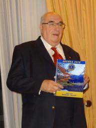 Le président Lafouge présente cet agenda 2018 du Lions Club Gérardmer-Bruyères