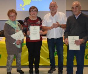 Remise des houx d' or avec de gauche à droite : Anne Marie Mauduit , Annette Fauchon, Jean Viry ( plus de vingt années au sein du Club Vosgien Gérardmer) avec des engagements importants de la part de chacuns.