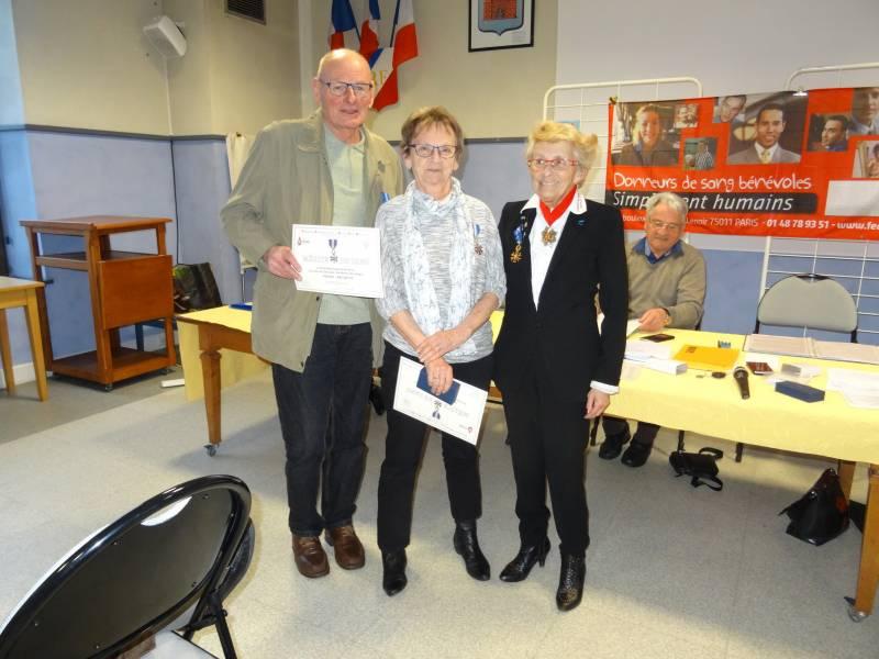 Pierre JACQUOT et Cécile GEHIN ont reçu la Croix de Chevalier du Mérite du Sang en fin de l'AG.