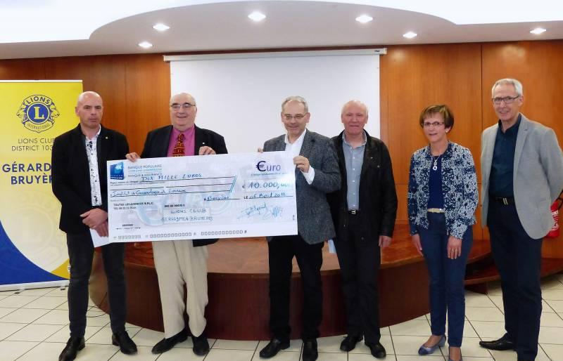 Remise chèque 10.000€ au professeur CONROY Directeur ICL