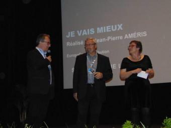 Denis Blum au micro pour présenter les élus présents à cette cérémonie d'ouverture.