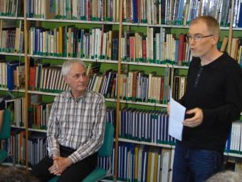 Benoît Taillandier (à droite) a présenté le poète ainsi que l'artiste présents samedi à la médiathèque dans le cadre de Mix'Ture