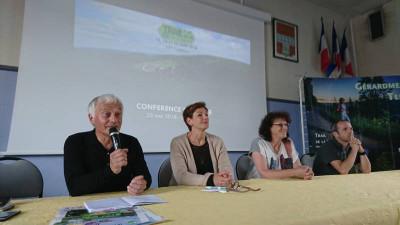 Michel Lavest en compagnie de la conseillère régionale Sylvie d'Alguerre et Nadine Bassière, adjointe aux sports de la municipalité gérômoise.