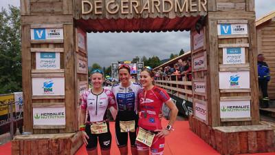 Le podium dames avec de gauche à droite : Nina Derron, Charlotte Morel et Sabrina Rinaldi