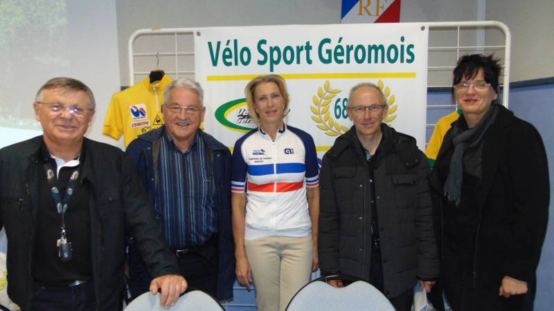 Elizabeth Jeanvoine en compagnie des dirrigeants du VSG et du Conseiller Départemental Gilbert Poirot