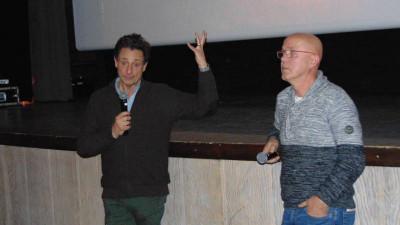 Gilles de Maistre (à gauche) en compagnie de Jean-Marie Goucet, menre de la commission ciné de la MCL qui a eu la chance d'assister au tournage du film.